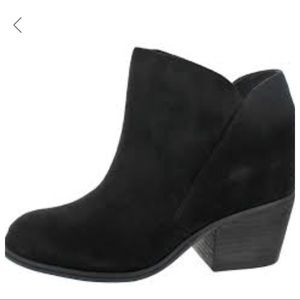 Beautiful  ankle booties!!